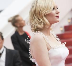 Membre du jury de ce 69e Festival de Cannes, Kirsten Dunst adopte une mise en beauté qui fait honneur à sa beauté froide, à son blond polaire.