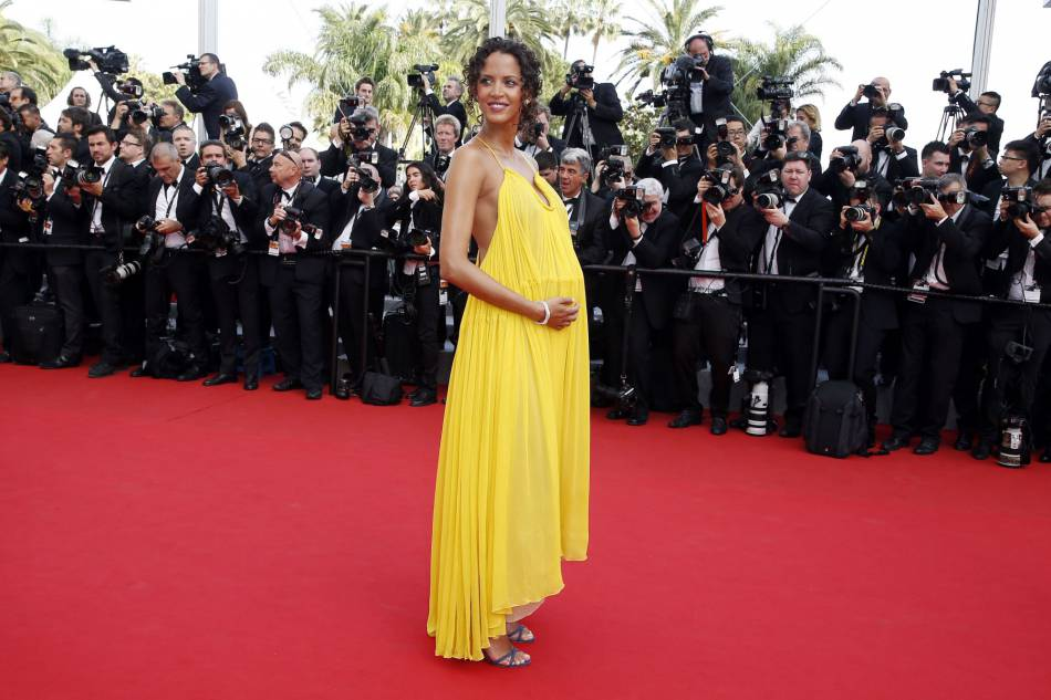 L'an dernier, Noémie Lenoir en robe Chloé débarquait sur le tapis rouge enceinte de 6 mois.