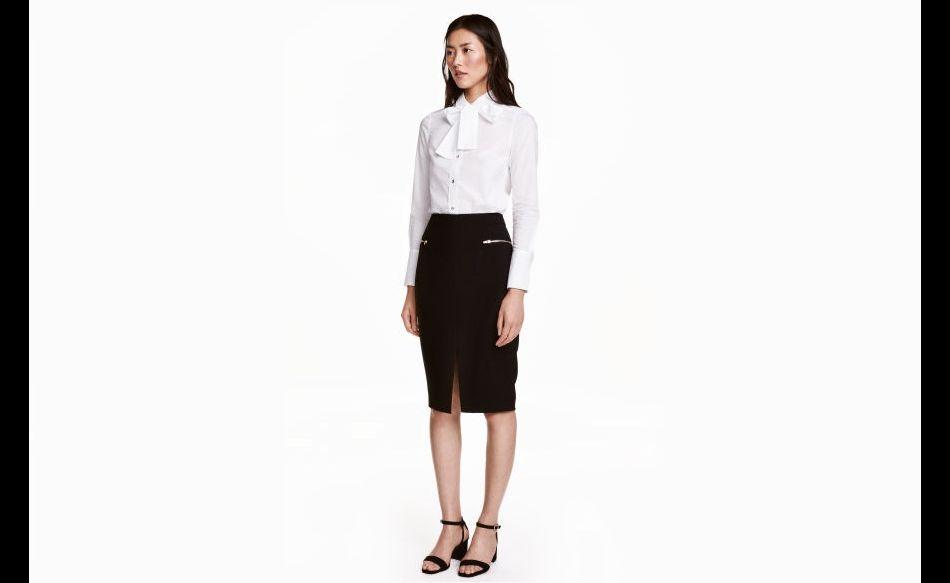 d79f8090745 Look chic avec une jupe taille haute crayon et un chemisier col lavallière.