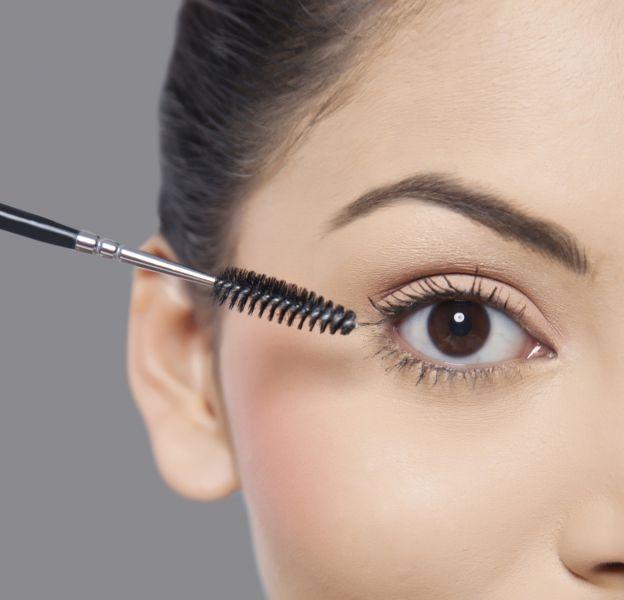 Quel maquillage privilégier pour faire ressortir les yeux foncés ?