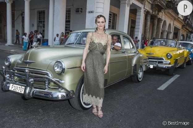 Vanessa Paradis en Chanel au défilé Croisière à Cuba.