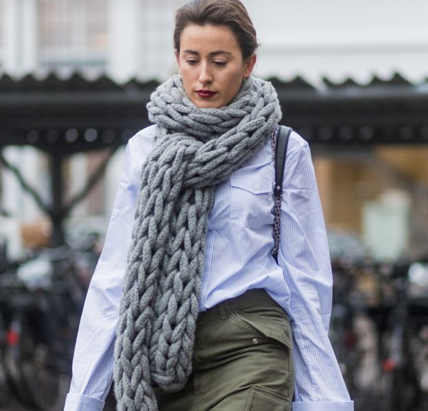 L'écharpe en grosse maille, un accessoire très tendance.