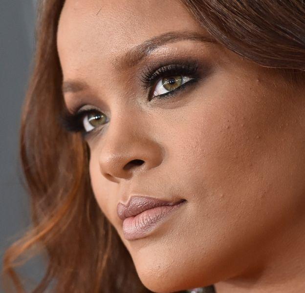 Rihanna lance sa ligne de cosmétiques très bientôt.