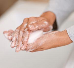 Le savon peut-il remplacer le démaquillant ?