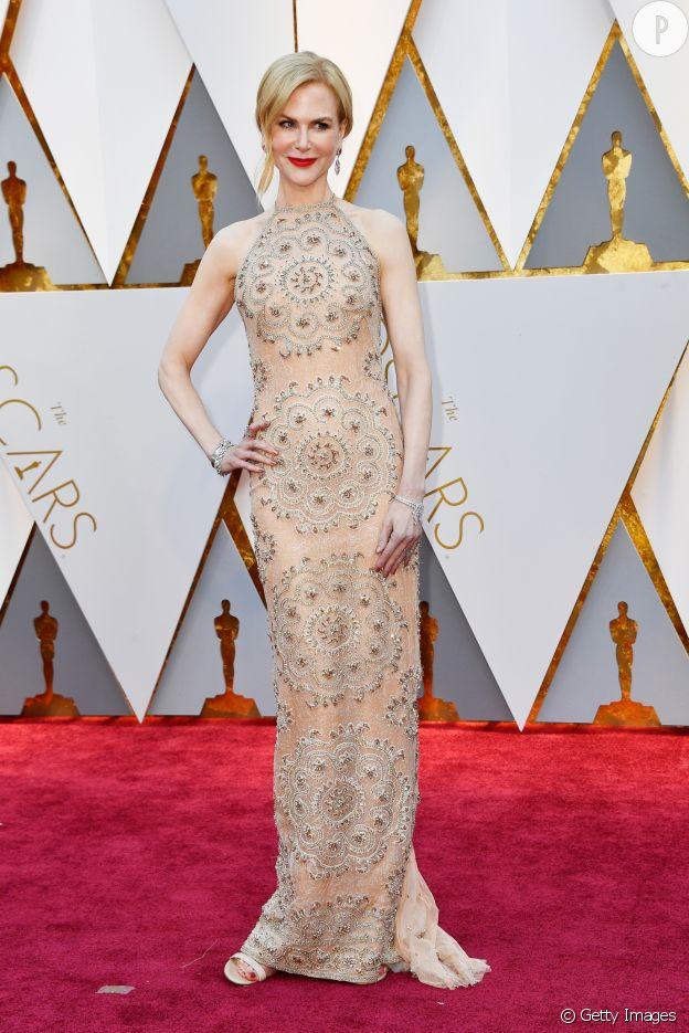 En Armani Privé, Nicole Kidman est chic pour les Oscars 2017.