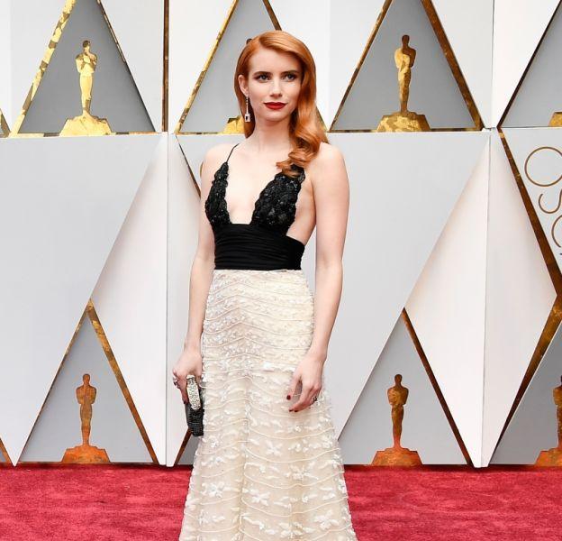 Emma Roberts est chic sur le tapis rouge en Armani Privé.