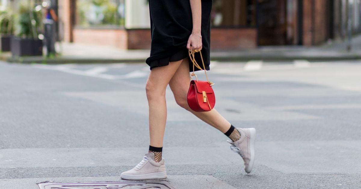 Quelles baskets porter avec une petite robe noire puretrend - Quelles chaussures avec une combinaison noire ...