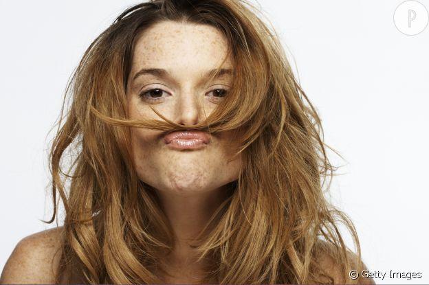 Beaucoup de femmes sont victimes du problème des cheveux plats.