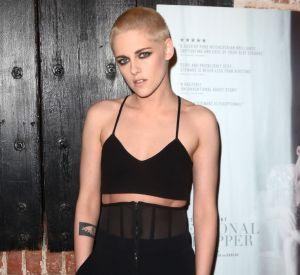 """Kristen Stewart débarque le crâne rasé sur le tapis rouge de la première de """"Personal Shopper"""" à Los Angeles."""