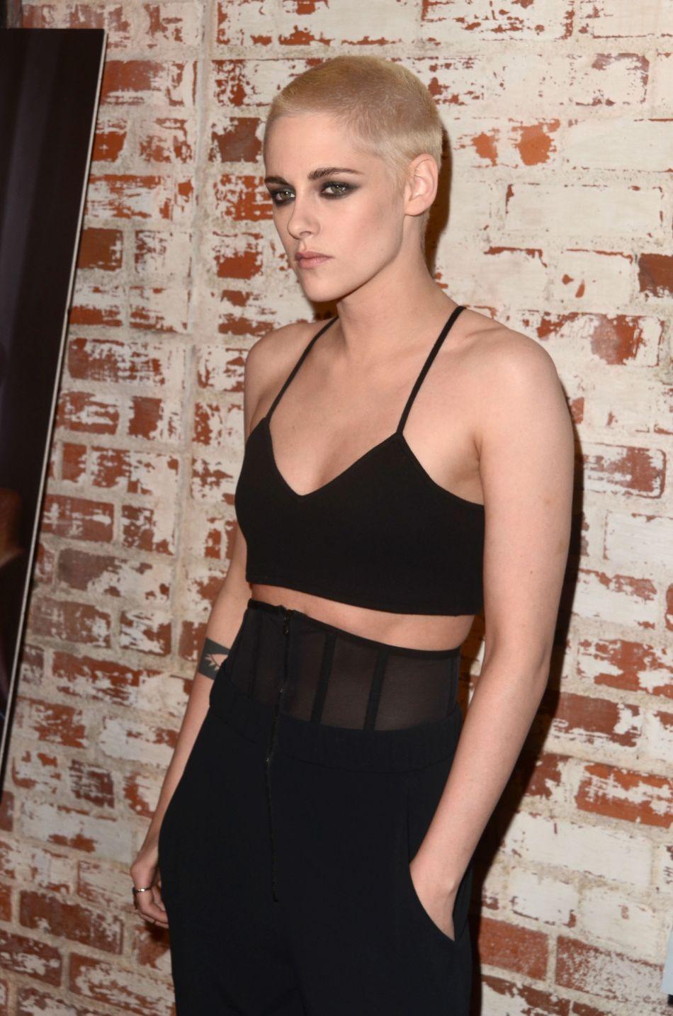 Kristen Stewart se fiche des diktats de beauté et le prouve.