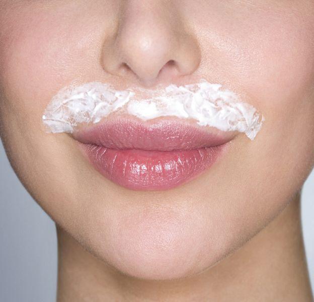 4 astuces pour éviter les rougeurs sur le visage suite à l'épilation.