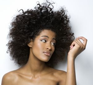 Cheveux secs : comment bien choisir son shampoing ?