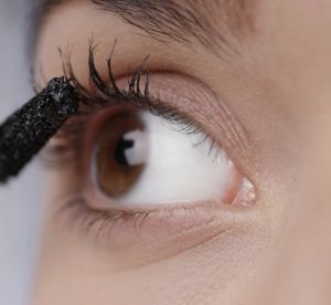 La couleur de mascara insolite qui ouvre instantanément le regard