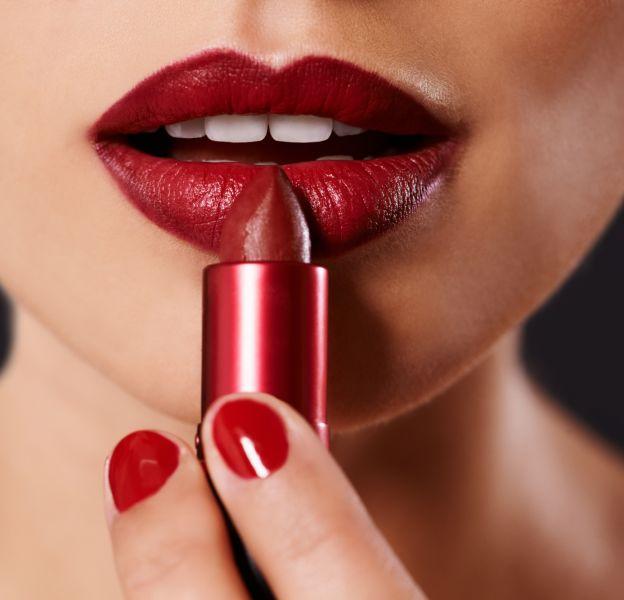 Difficile de trouver un rouge à lèvres ayant une bonne tenue tout en étant intense.