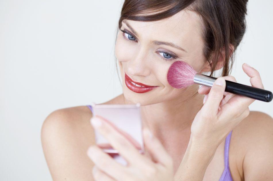 maquillage 5 produits petit prix pour un maquillage au top. Black Bedroom Furniture Sets. Home Design Ideas
