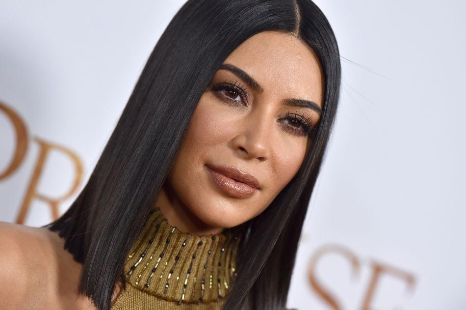 Considérée comme un véritable sex,symbol à travers le monde, Kim Kardashian  n\u0027en reste pas moins humaine. La preuve avec ces photos volées à la plage  qui
