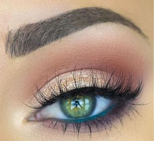 maquillage yeux verts les secrets d 39 un regard meraude. Black Bedroom Furniture Sets. Home Design Ideas