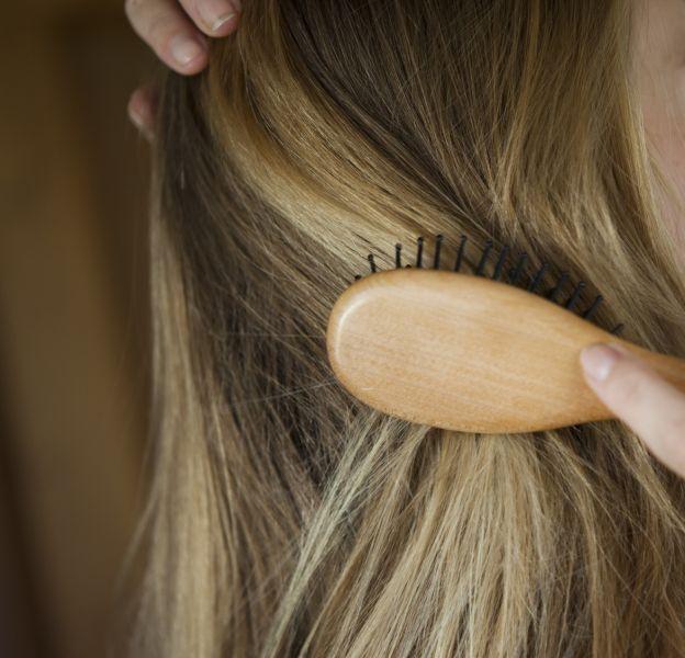 On fait toutes les mêmes erreurs quand on se brosse les cheveux.
