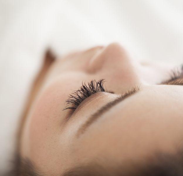 L'extension de cils est une des meilleures manières d'avoir ce regard de biche dont vous rêviez tant.