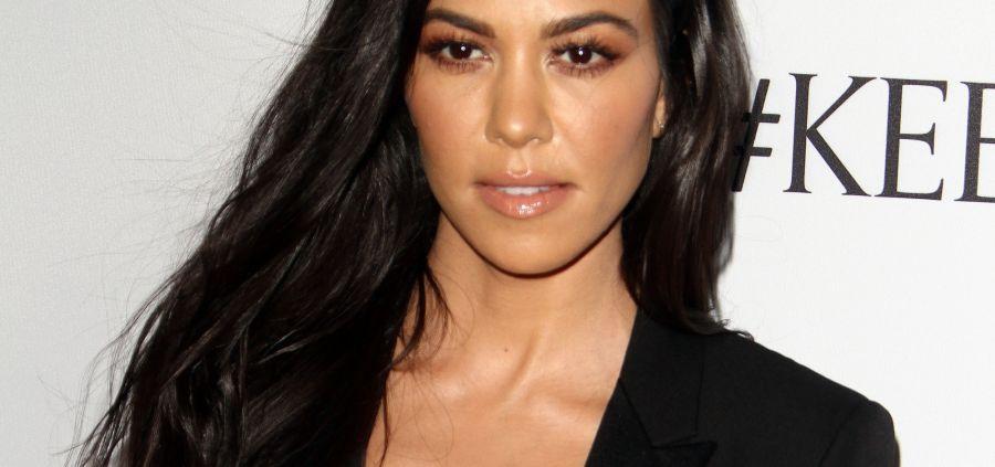 Kourtney Kardashian entièrement nue pour la fête des mères