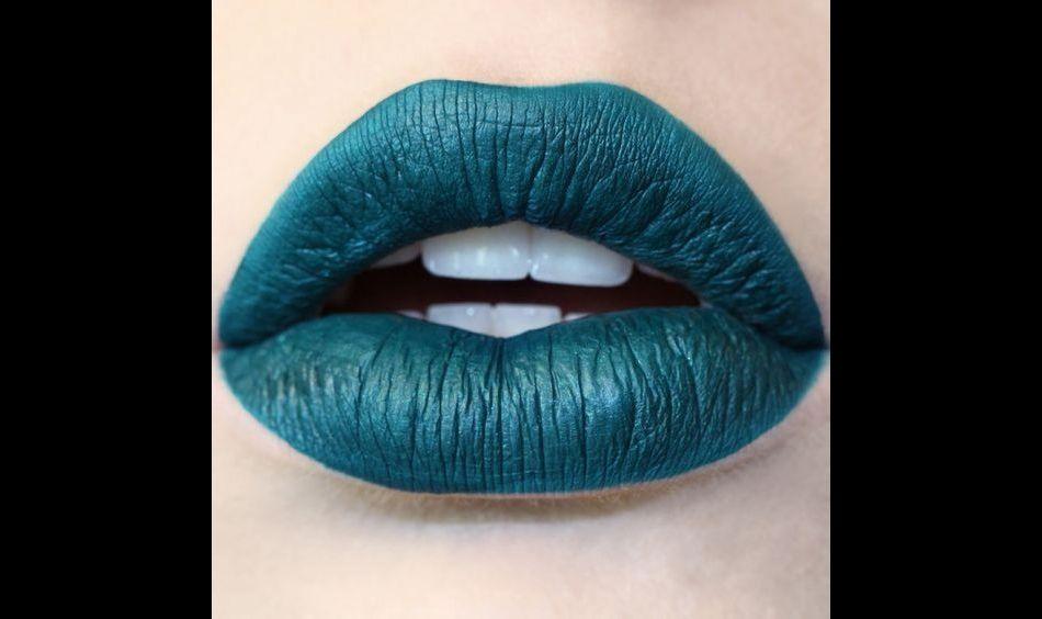 Les rouges à lèvres mat possèdent une large gamme de couleurs.