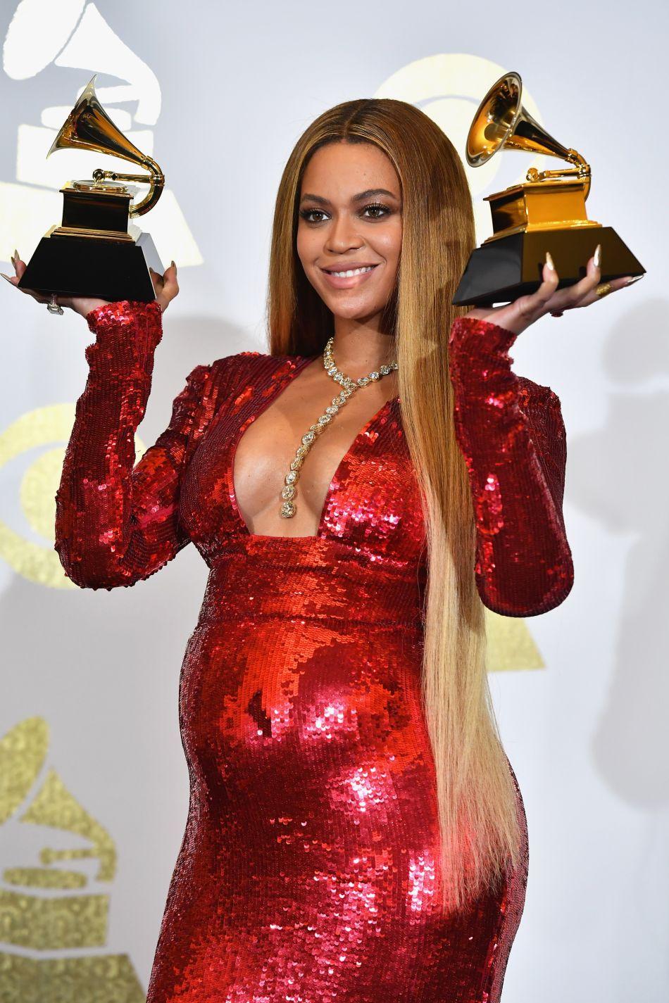 Beyoncé affiche un baby bump imposant.