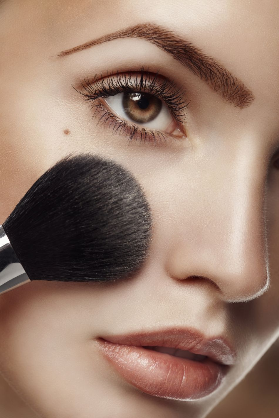 maquillage la zone o tester son fond de teint pour ne plus se tromper. Black Bedroom Furniture Sets. Home Design Ideas