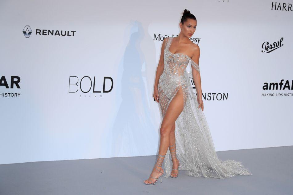 962849cd300f92 Pourquoi Bella Hadid est toujours à moitié nue sur le tapis rouge ...