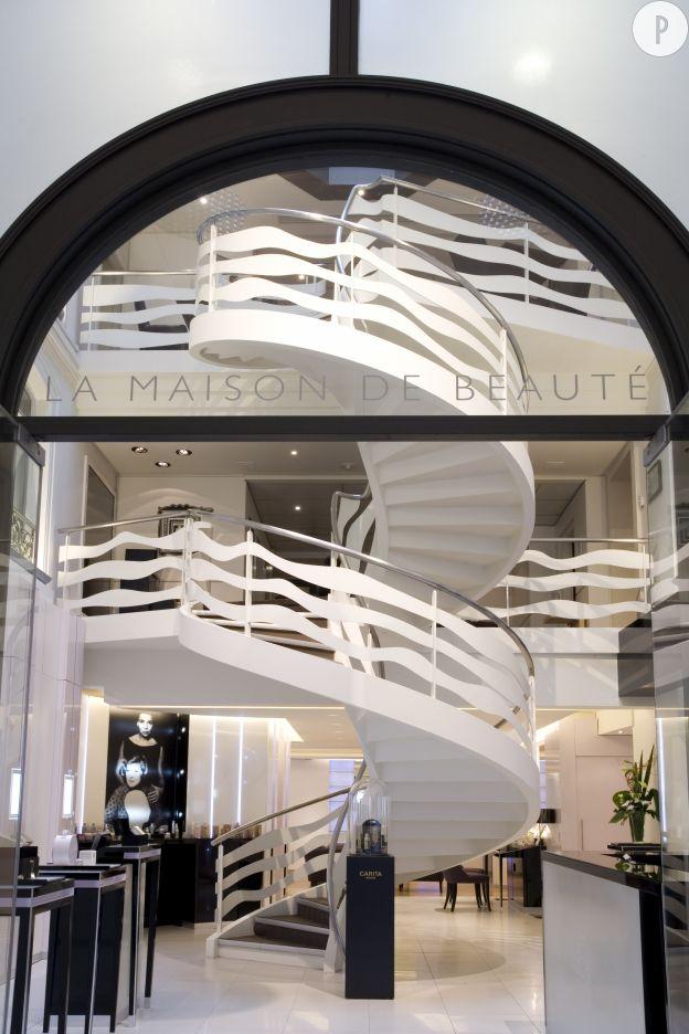 Située au 11, rue du Faubourg Saint-Honoré à Paris, la Maison de beauté Carita, merveilleux écrin.