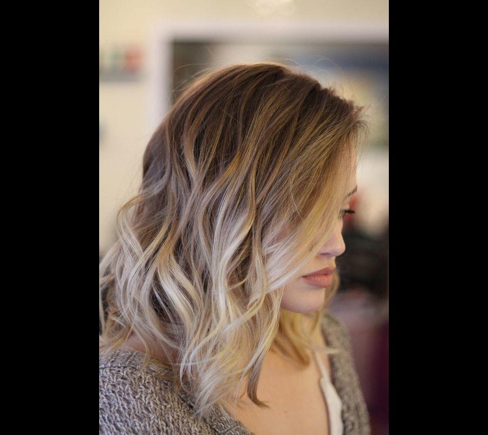Cheveux mi long effet wavy