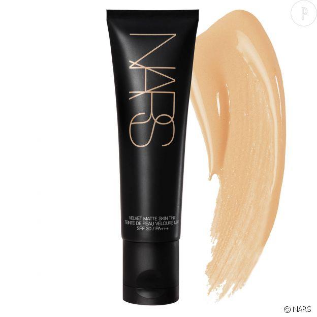 NARS, Velvet Matte Skin, spf 30, 41€.