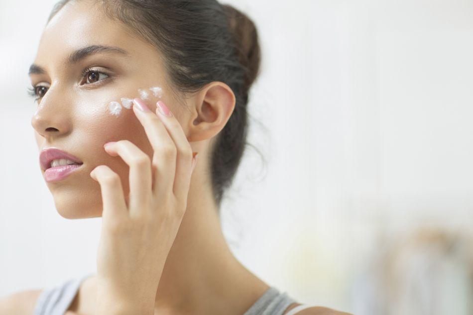 La crème solaire teintée, comment bien la choisir et l'utiliser.