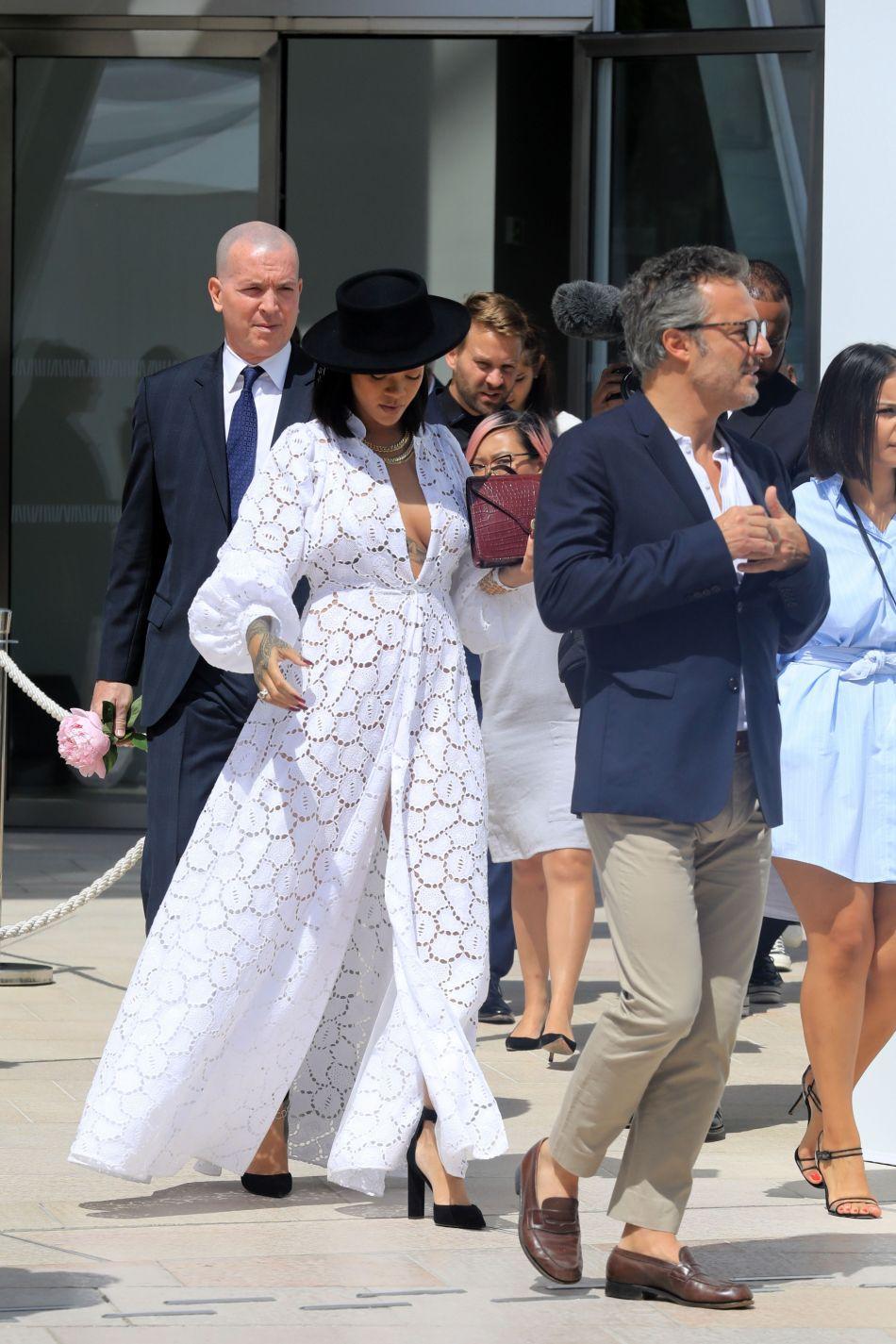 Rihanna, cow-girl sexy à Paris.