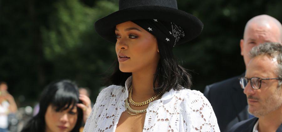 Rihanna : décolleté et transparence pour cow-girl sexy