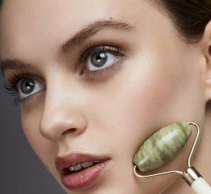 Pourquoi le massage au rouleau en pierre de jade est la routine beauté à adopter