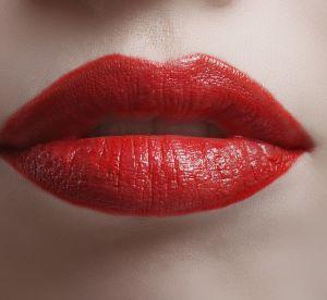 Les poudres à lèvres, le nouveau geste beauté incontournable en 2018