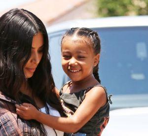 Kim Kardashian dénudée : la photo prise par sa fille fait scandale !