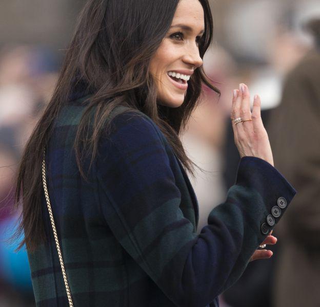 Meghan Markle a décidé de porter son sac à main en bandoulière pour une apparition à Edimbourg.