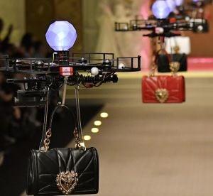 Dolce & Gabbana présente ses sacs sur le podium... grâce à des drones !