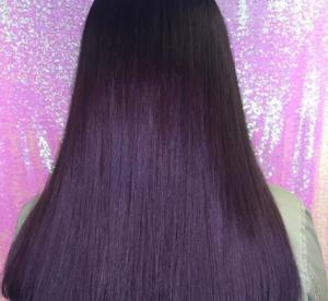 Le blackberry hair, nouvelle tendance pour celles qui osent les cheveux violets