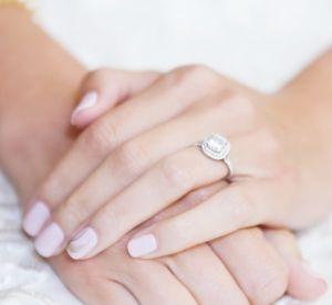 Bague de fiançailles : la tendance qu'on n'avait vraiment pas vu venir !