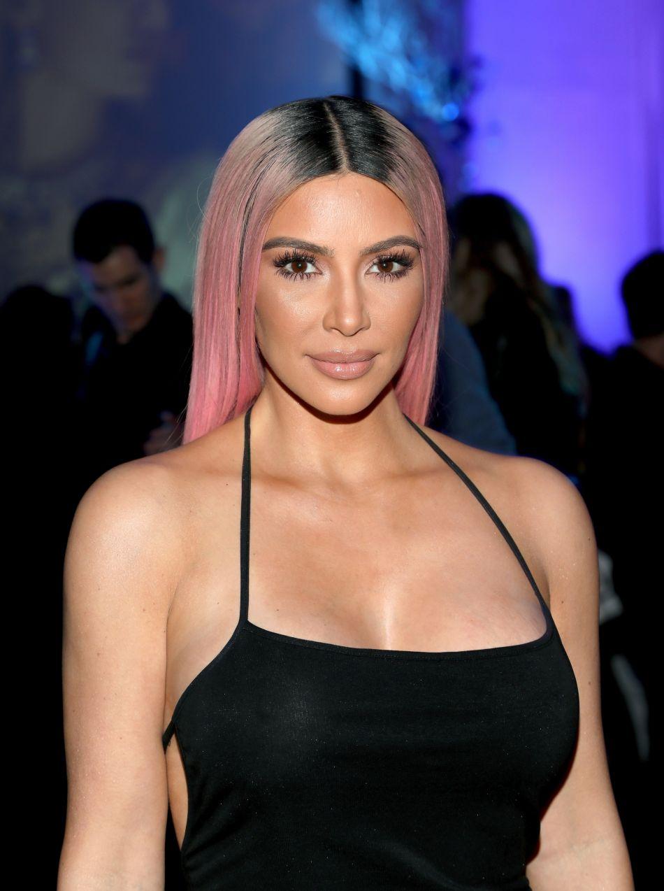 Kim Kardashian Sa Derni 232 Re Collection D 233 Clenche La