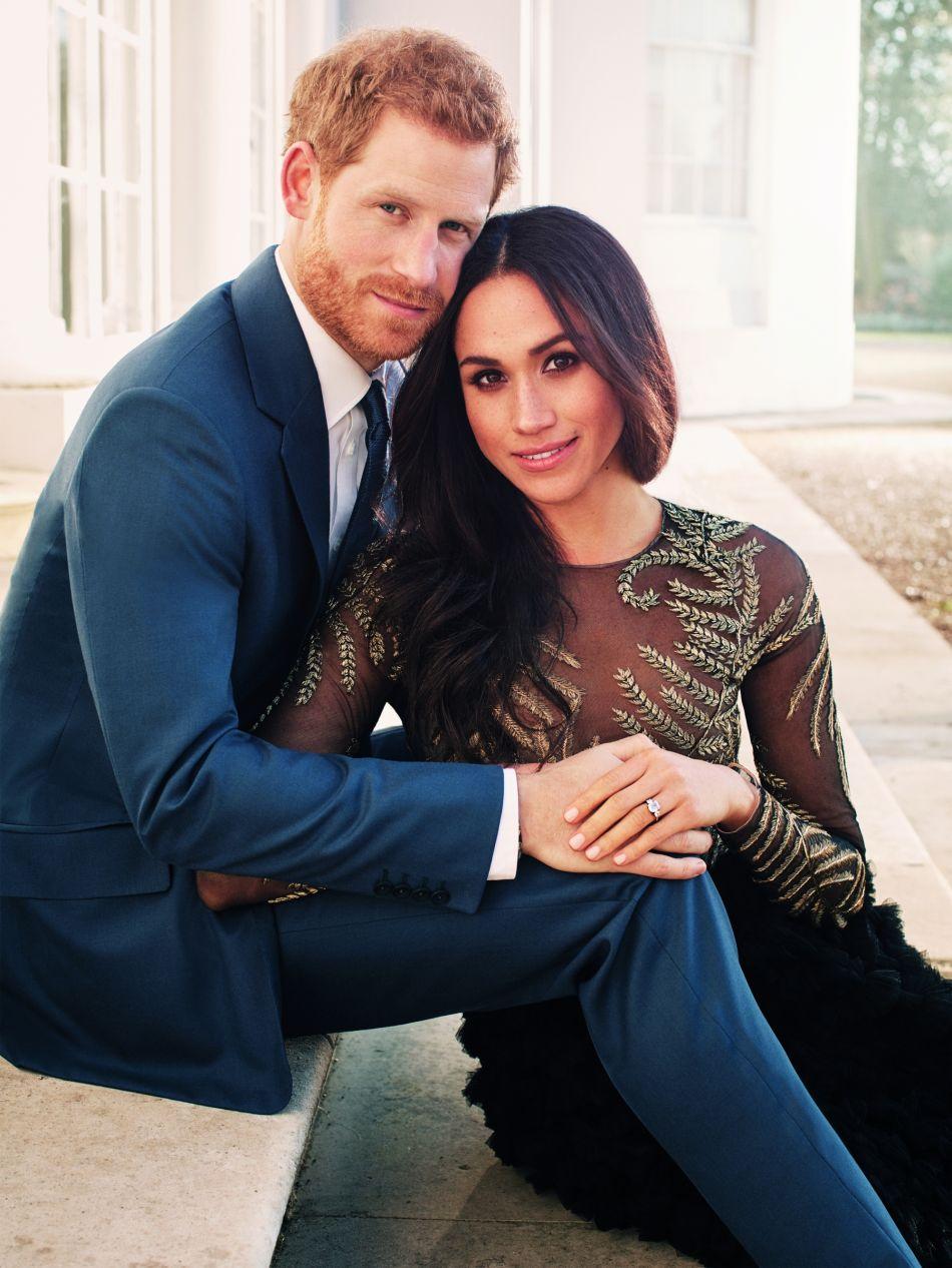 7cea2c039326d1 Voilà pourquoi Meghan Markle a choisi une robe transparente pour ses  fiançailles - Puretrend