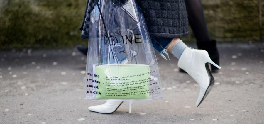 Le sac plastique en guise de it-bag : pour ou contre ?