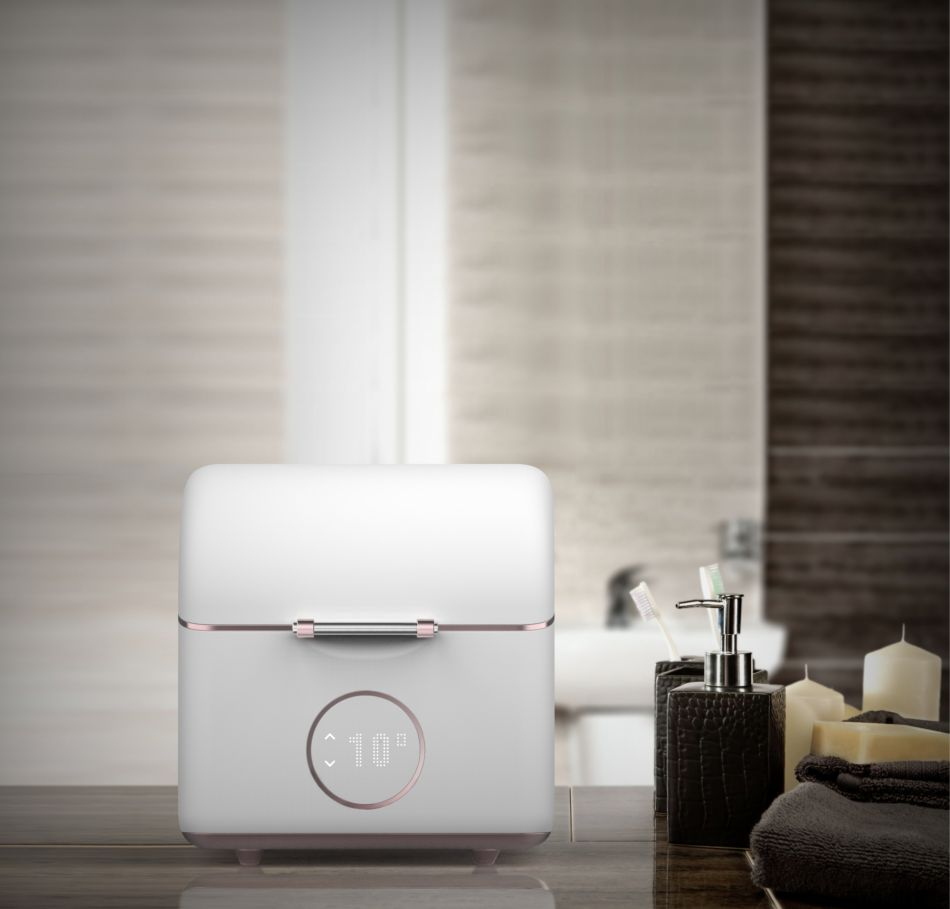 on vous pr sente le mini frigo pour conserver ses produits de beaut puretrend. Black Bedroom Furniture Sets. Home Design Ideas