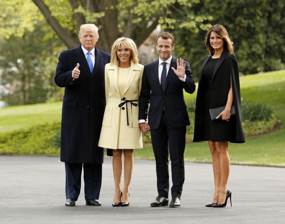 fc418f119694 Les deux premières dames ont rivalisé d élégance dans le jardin de la  Maison Blanche à Washington. Entre Brigitte Macron et Mélania Trump