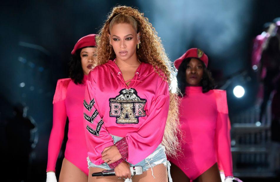 Beyonce Veut Faire De La Demie Queue De Cheval La Coupe Du Moment Et