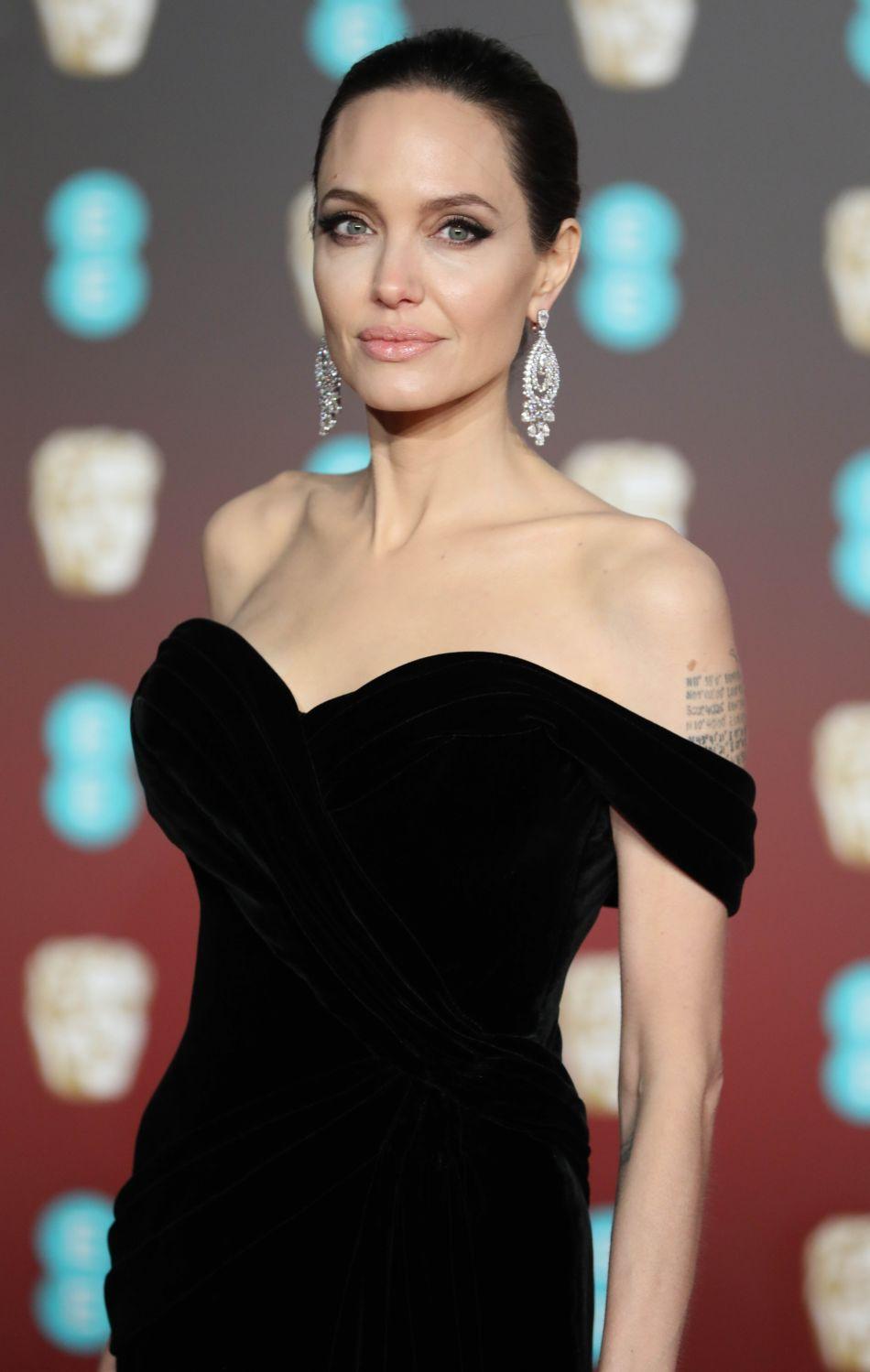 Angelina Jolie : sa dermato dévoile ses secrets beauté.