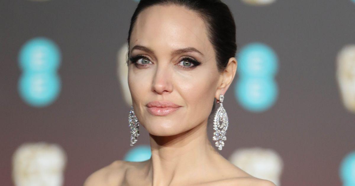Angelina Jolie Sa Dermatologue Se Confie Sur Les Secrets De Sa Belle Peau