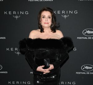 Catherine Deneuve brune en robe Saint Laurent sexy : instant mode à Cannes